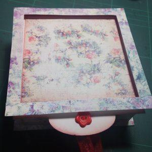 Caja con tapa deslizante